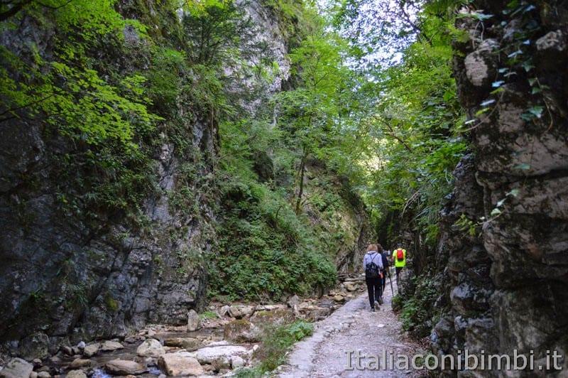 Gole dell'Infernaccio- sentiero lungo il torrente