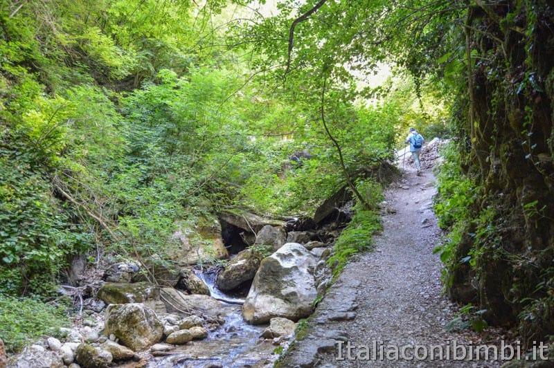 Gole dell'Infernaccio- sentiero vicino al torrente