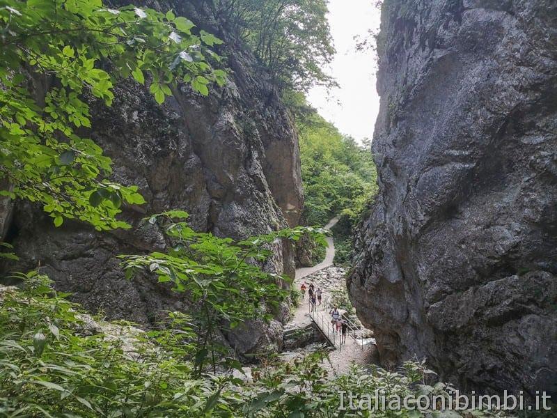 Gole dell'Infernaccio- sentiero visto dalla gola
