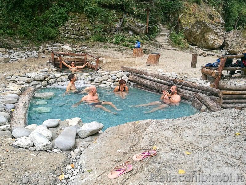 Lu-Vurghe-Acquasanta-bagno-nelle-pozze-termali