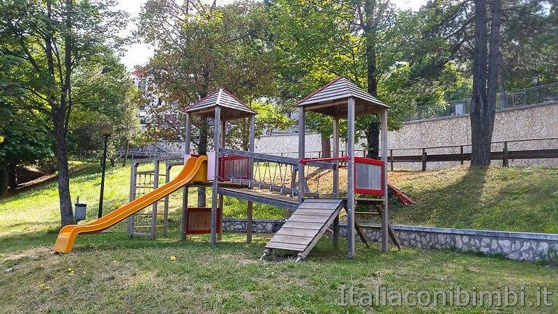 Rocca di Cambio- parco giochi