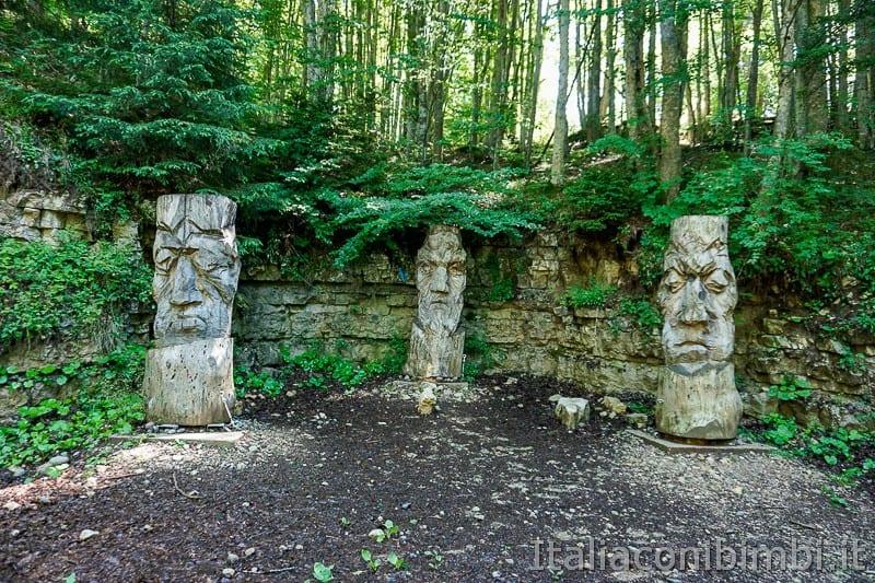 Sentiero dell'Immaginario Alpe Cimbra- prime sculture in legno
