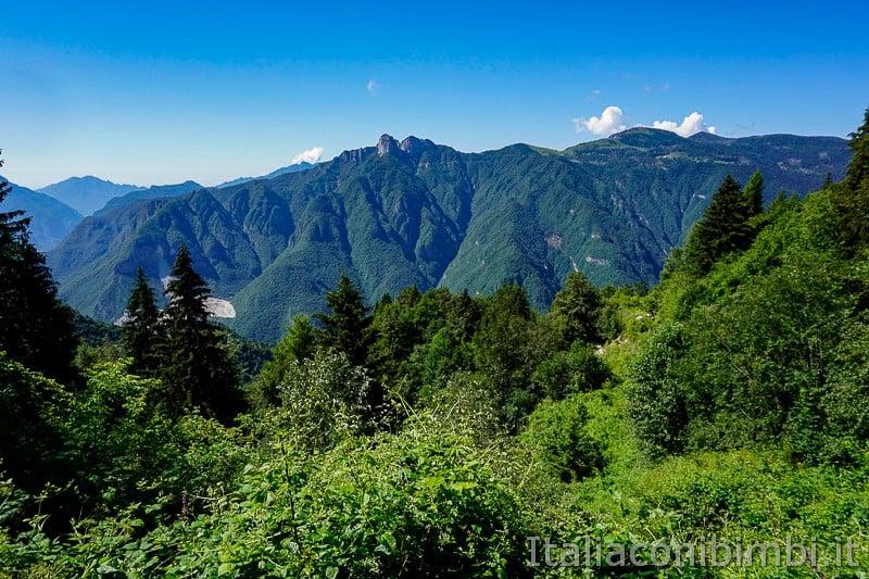 Sentiero dell'Immaginario Alpe Cimbra- vista sulla Val D'Astico
