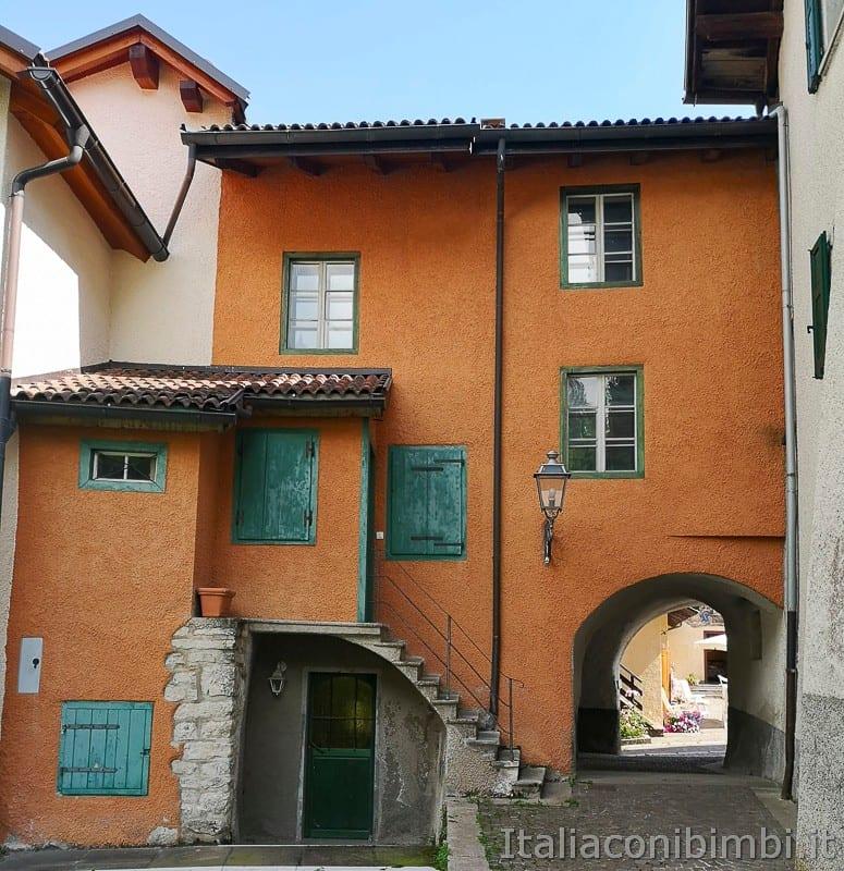 Sentiero delle Sorgenti - Alpe Cimbra- casette di Bertoldi