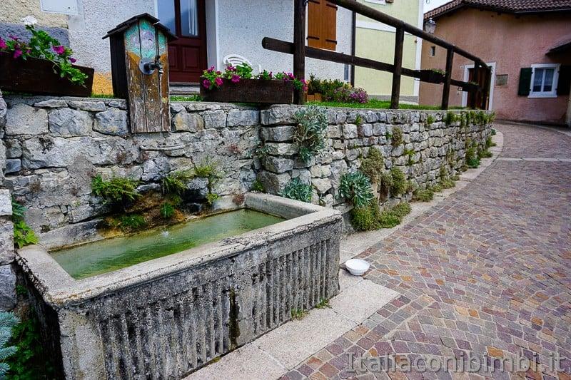 Sentiero delle Sorgenti - Alpe Cimbra- fontana a Bertoldi