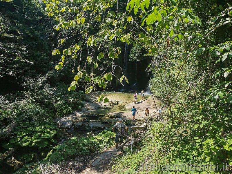 cascatelle di Sarnano- arrivo alla cascata del vecchio mulino