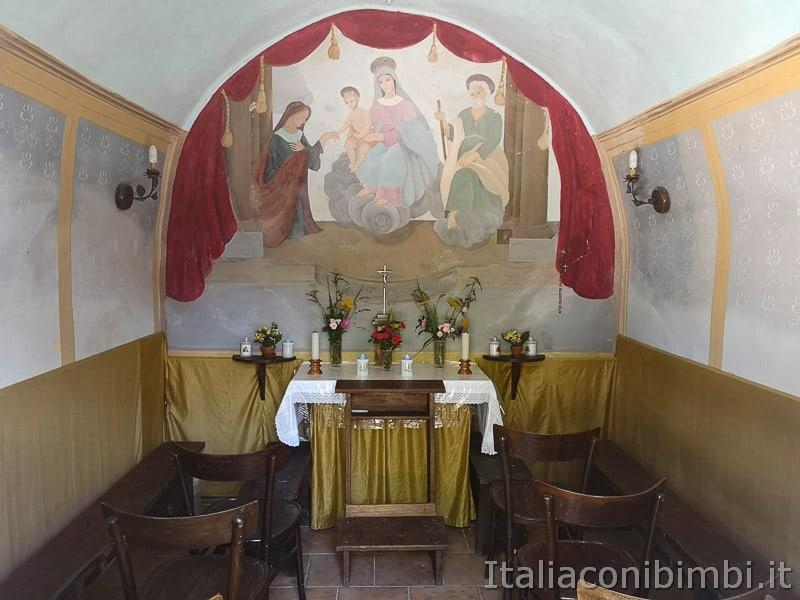 cascatelle di Sarnano- chiesetta della Madonna dei quattrocchi interno