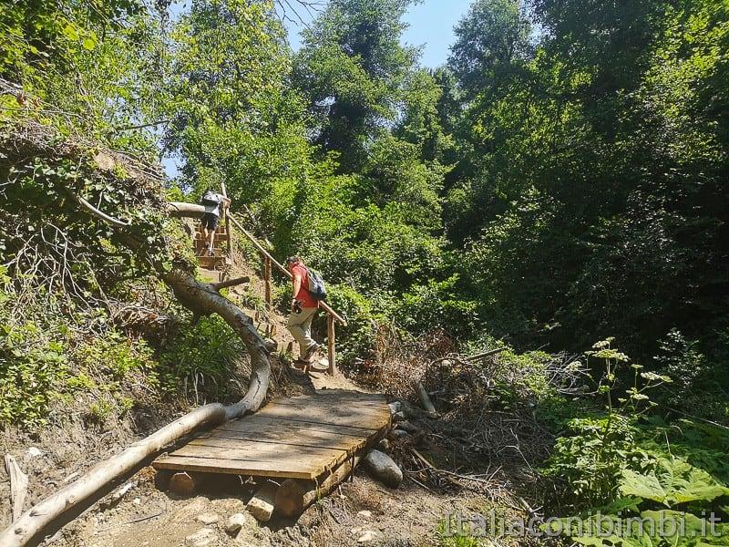 cascatelle di Sarnano- scalette per la cascata del mulino