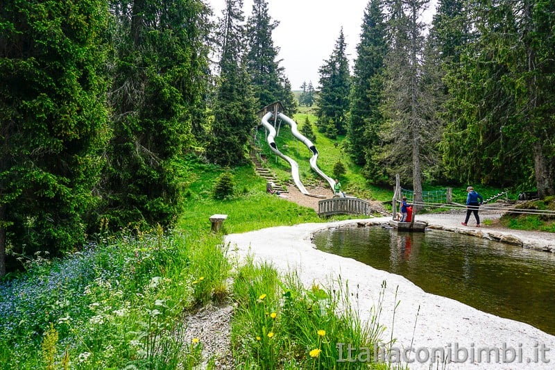 Mondo avventura montagna Racines- doppio scivolo gigante e laghetto
