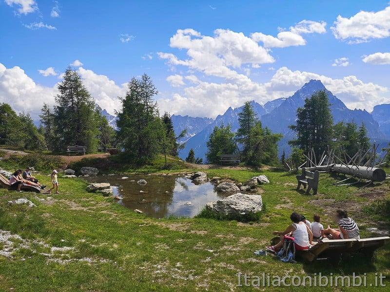 Parco natura Olperl Monte Elmo- laghetto e panchine