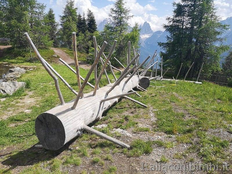 Parco natura Olperl Monte Elmo- tronchi d'albero da cavalcare