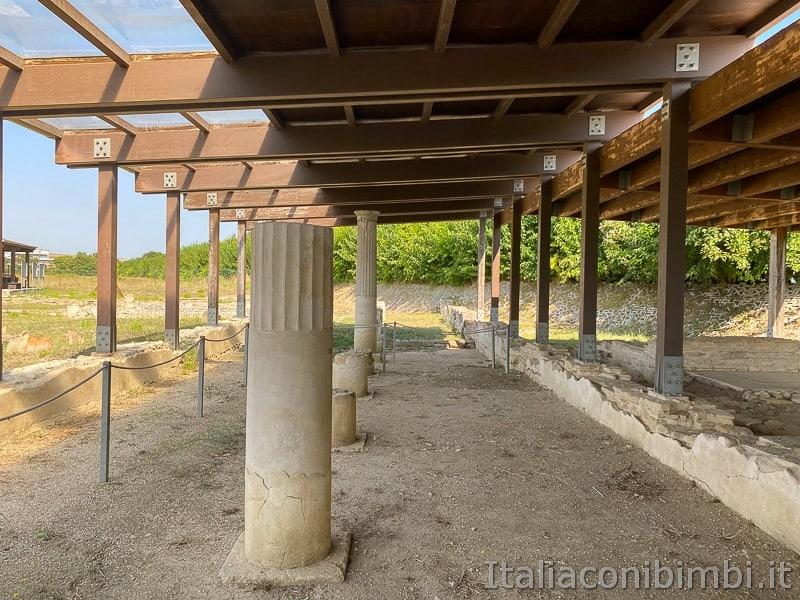 Porto Recanati- area archeologica colonne.