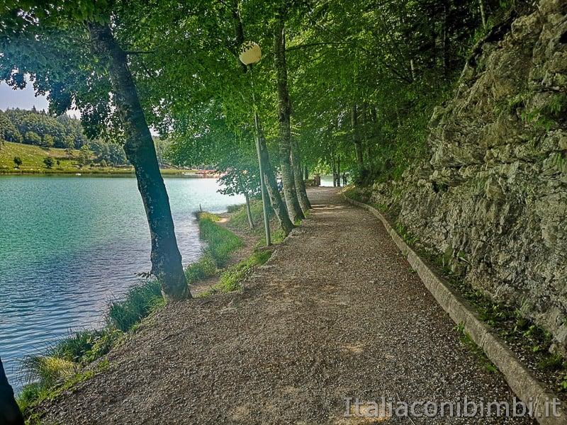 Lago di Lavarone- giro del lago in ombra