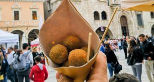 Ascoli-Piceno-cartoccio-di-olive-fritte