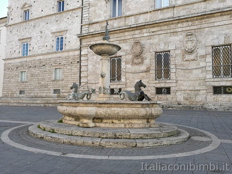 Ascoli-Piceno-fontana-di-Piazza-Arringo