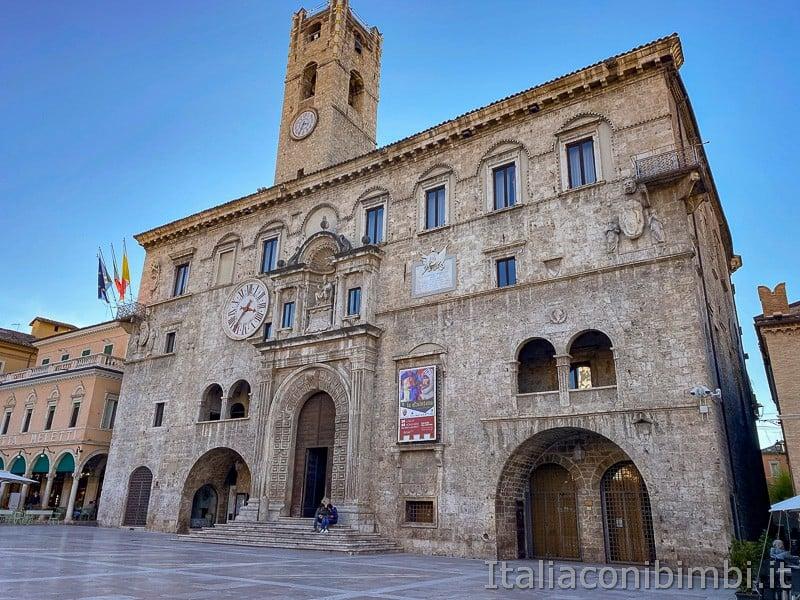Ascoli-Piceno-palazzo-dei-capitani-del-popolo