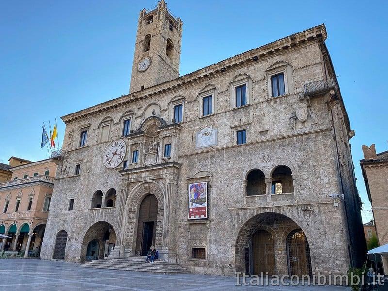 Ascoli-Piceno--palazzo-dei-capitani