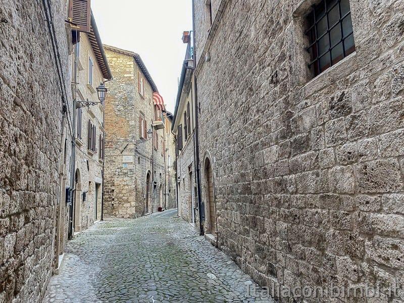 Ascoli-Piceno-vicoli-medievali