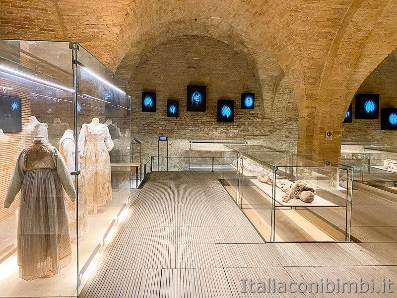 Monsampolo-museo-con-le-mummie