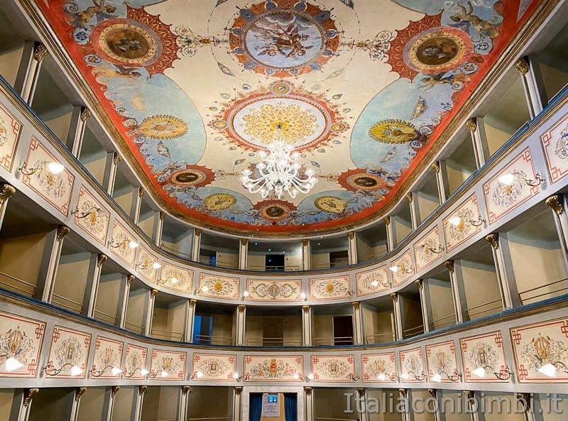 Ripatransone-teatro-mercantini