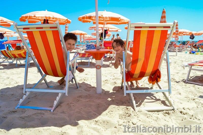 San-Benedetto-del-Tronto-bambini-in-spiaggia