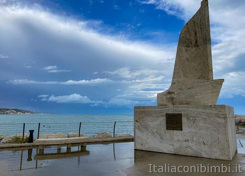 San-Benedetto-del-Tronto-molo-sud-barca