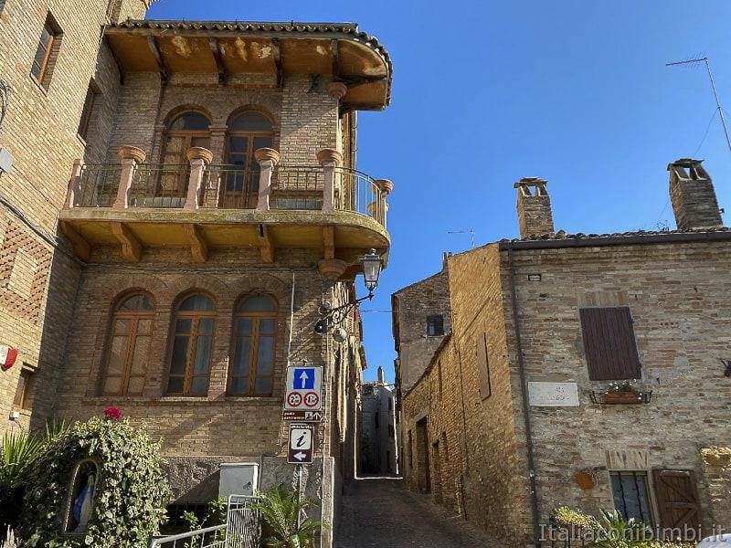 Torre-di-Palme-ingresso-al-centro-storico