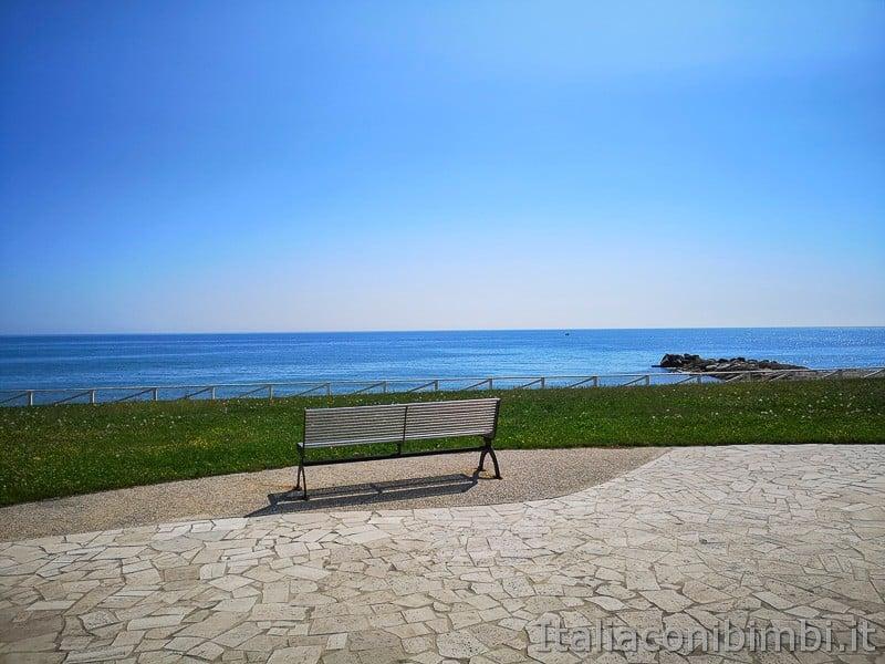 Grottammare-panchina-vista-mare