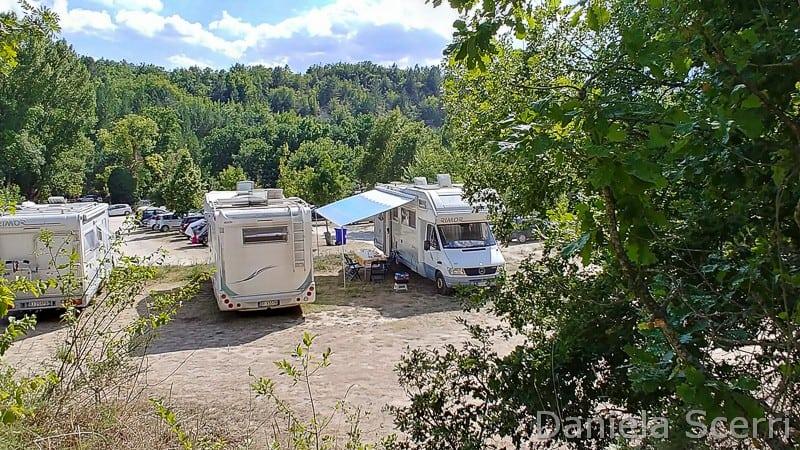 Abruzzo - area camper lago di Sinizzo