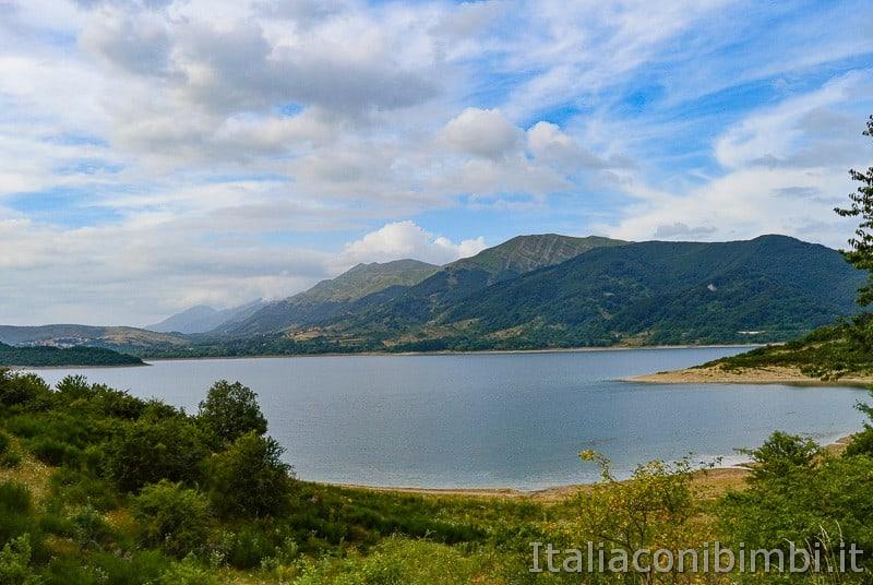 Abruzzo - lago di Campotosto panorama