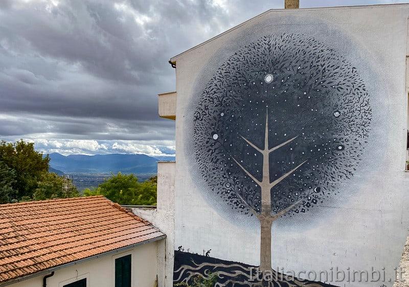 Aielli - Alto - murales dalla piazza Angelitti
