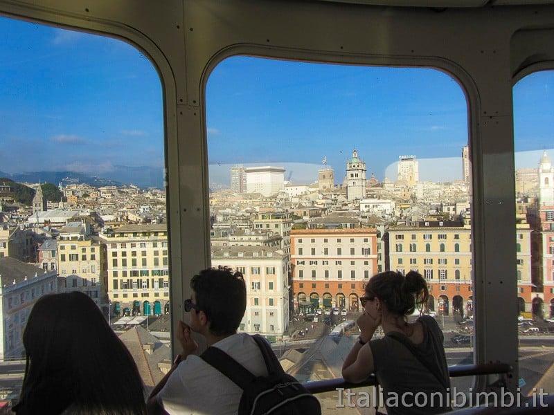 Genova - dentro all'ascensore Bigo