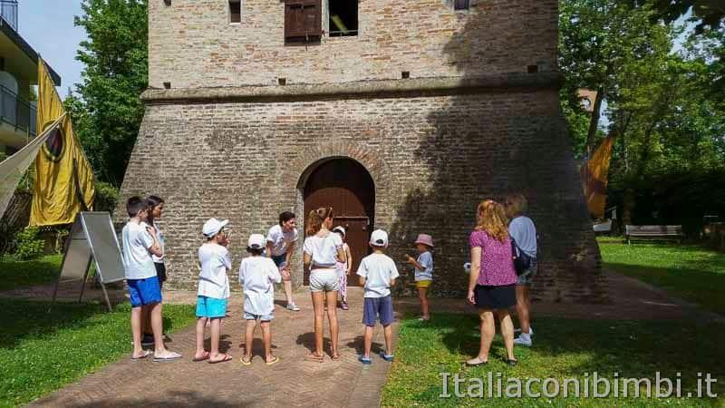 Bellaria Igea Marina - bambini alla Torrre Saracena