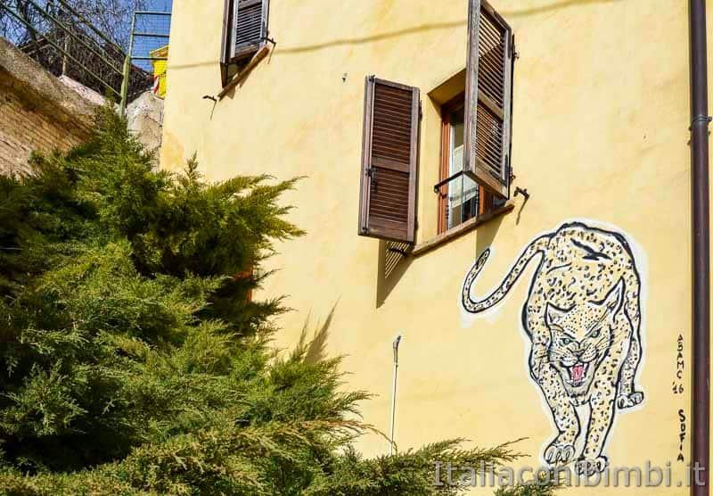 Braccano - murales con tigre