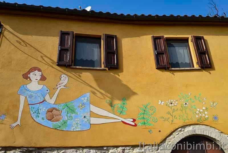 Braccano - murales ragazza