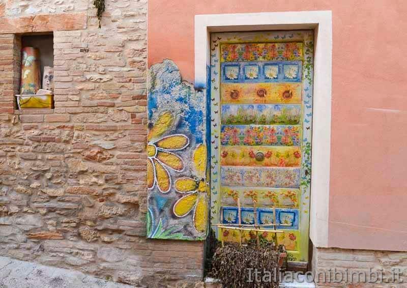 Braccano - porta dipinta