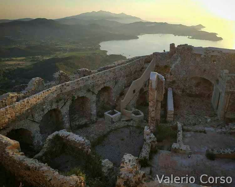 Isola-d-elba - Interno del Castello di Volterraio