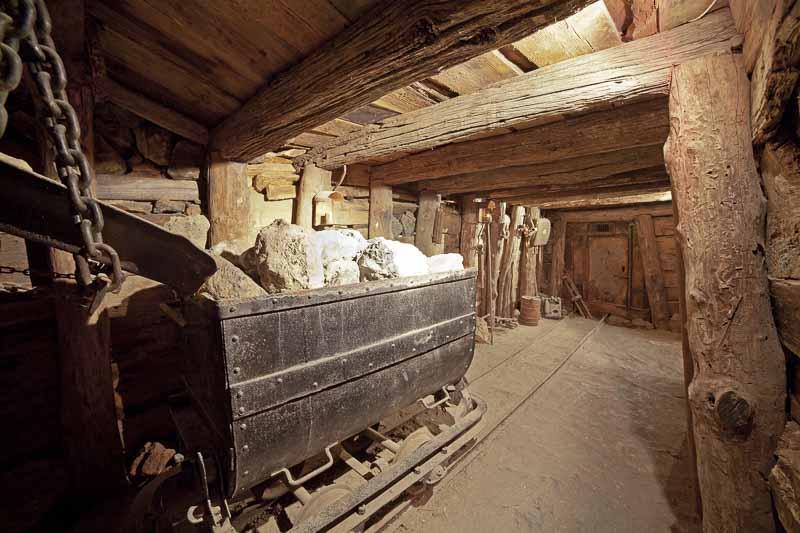 Isola-d-elba - Museo - ricostruzione galleria