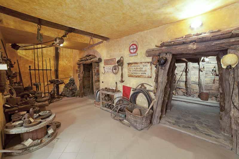 Isola-d-elba - miniera ricostruzione della galleria