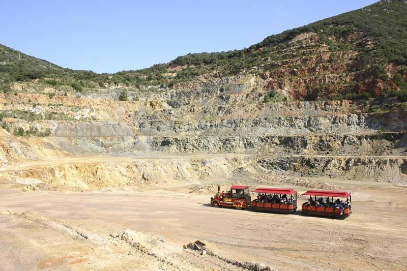 Isola-d-elba - trenino nella miniera
