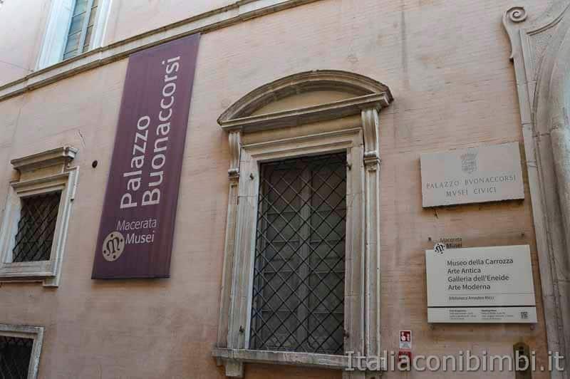 Macerata - palazzo Buonaccorsi