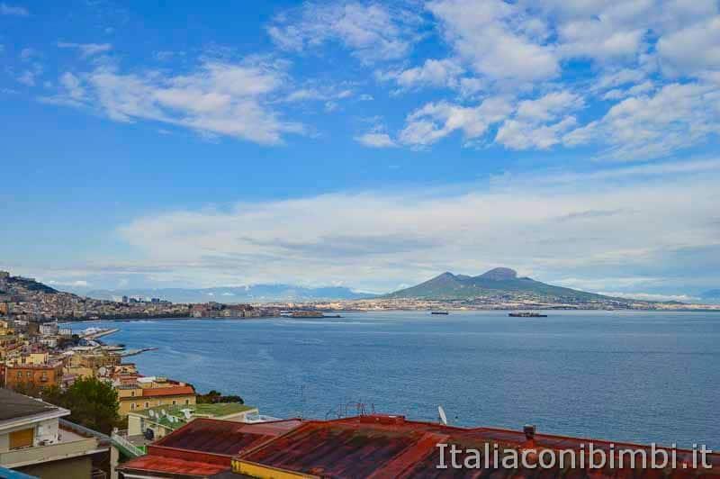 Napoli - vista sul Vesuvio