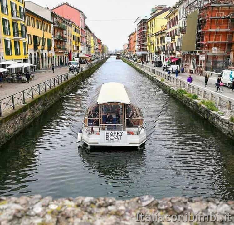 Milano - battello sul Naviglio Grande