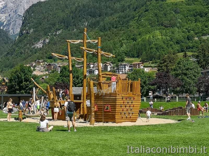 Lago di Molveno - parco giochi veliero