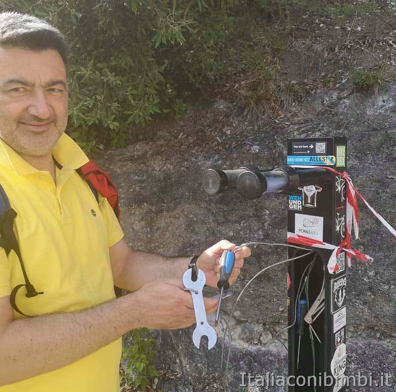 Sentiero del Ponale di Riva del Garda - colonnina per ciclisti