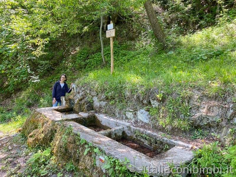 Anello-Fleno-San-Gregorio-fonte-d'acqua.