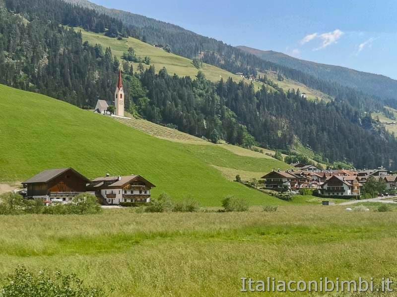 Ciclabile San Candido Lienz - paesaggio di montagna