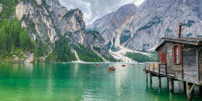 Lago-di-Braies-casetta-per-il-noleggio-barche