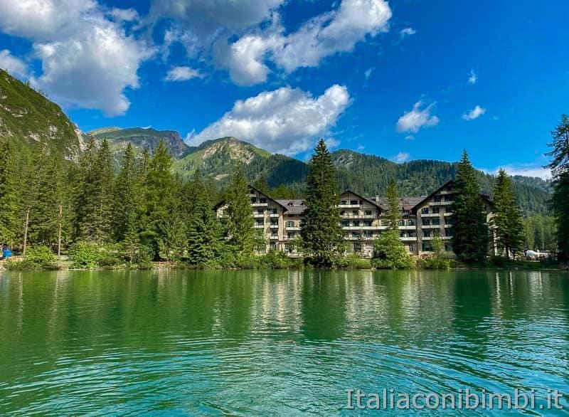 Lago di Braies - hotel sul lago