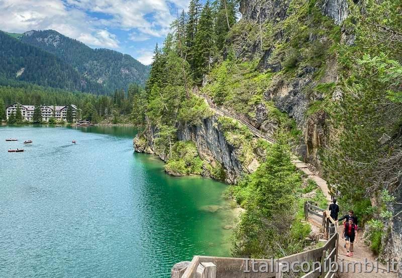 Lago di Braies - scalini lato sinistro